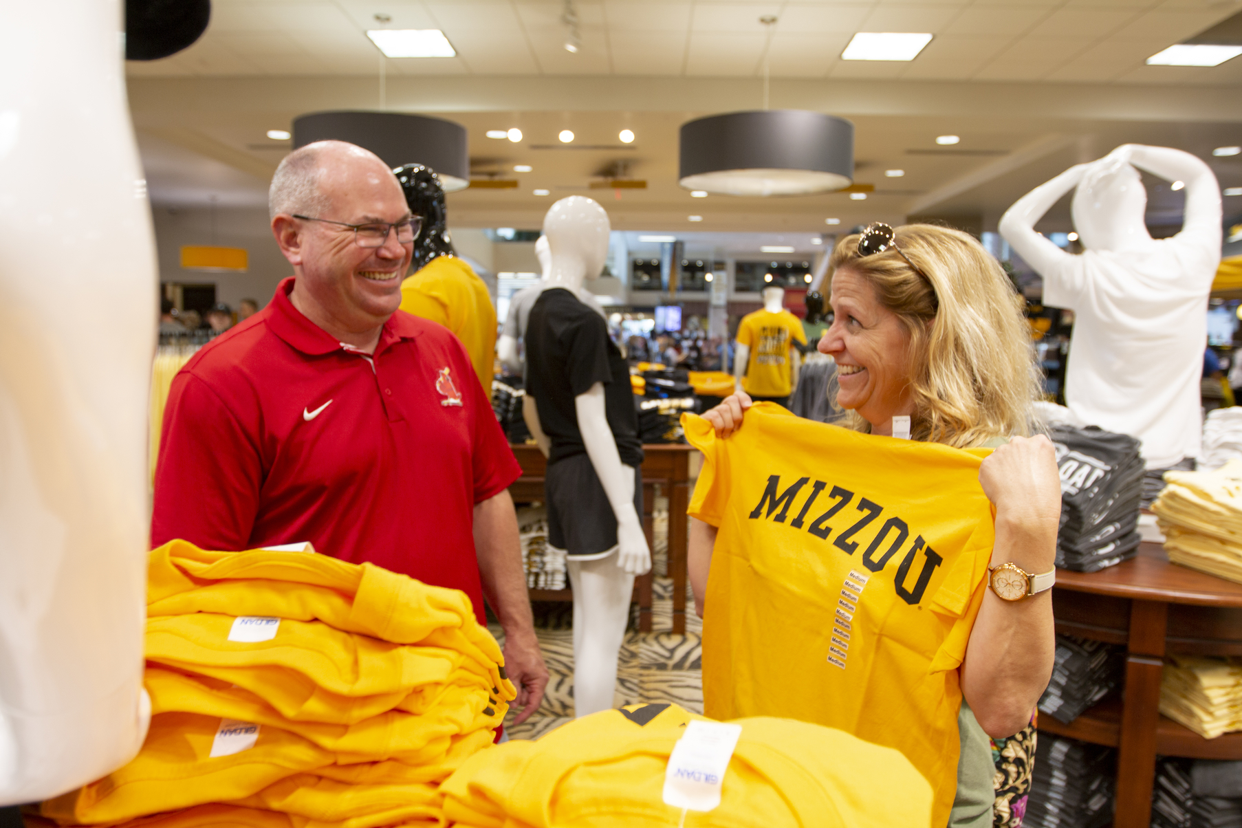 Dan and Karen Doggendorf, parents who came to Columbia from Dallas for Family Weekend, shop at the Mizzou Store Sep. 21, 2018. Photo by Katrina Boles